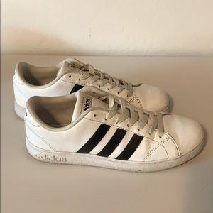 Pre Loved ADIDAS size 8!
